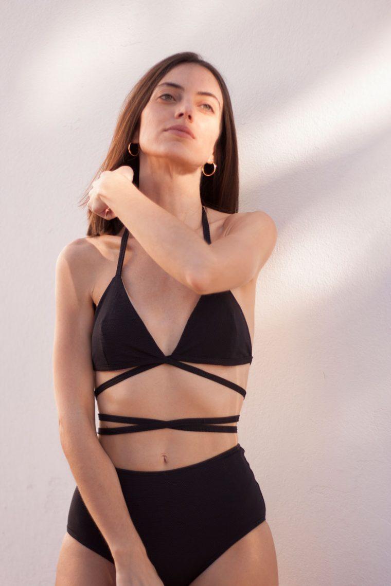 Bikini negro de triángulo cruzado - braguita alta - ILOVEBELOVE